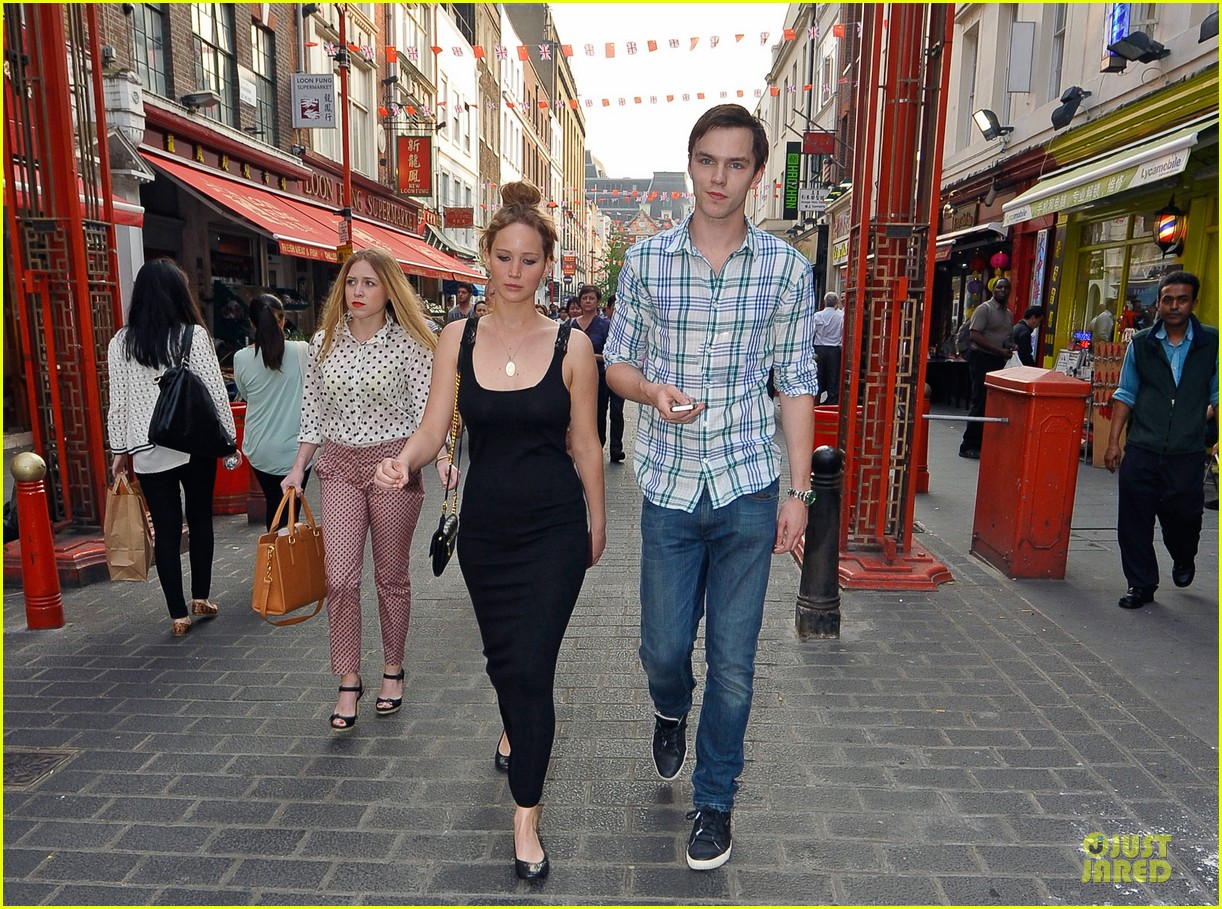 jennifer lawrence nicholas hoult london lovebirds 03