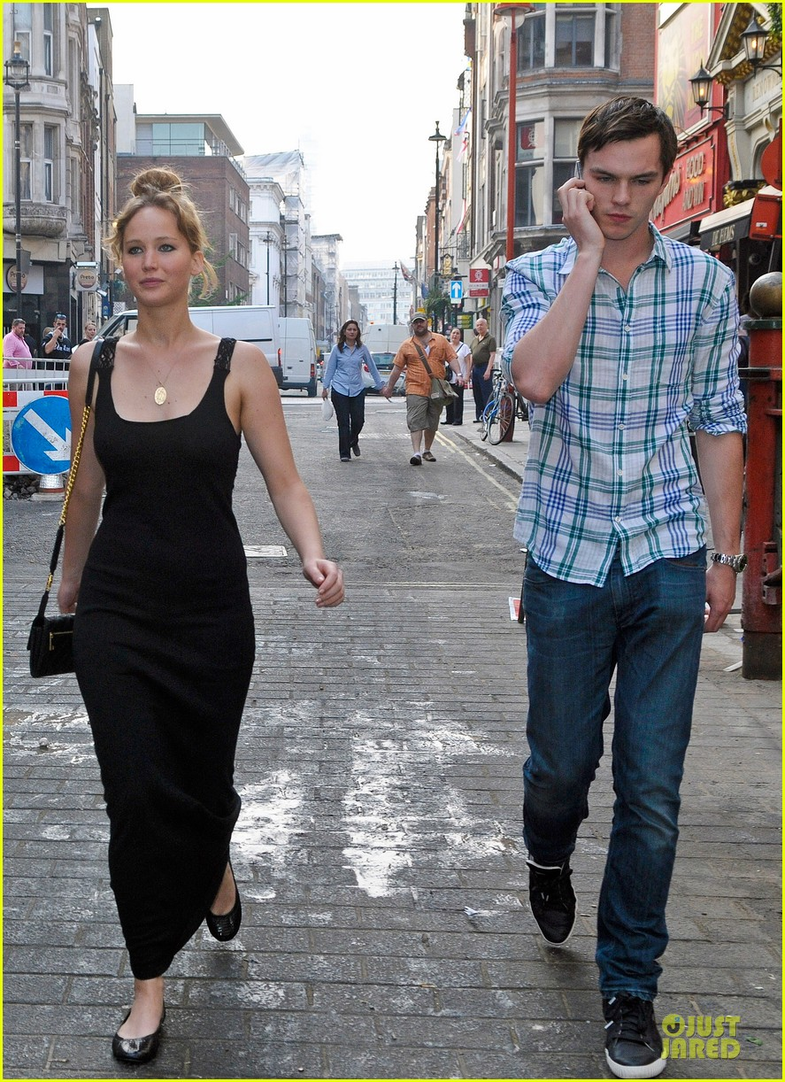 jennifer lawrence nicholas hoult london lovebirds 07