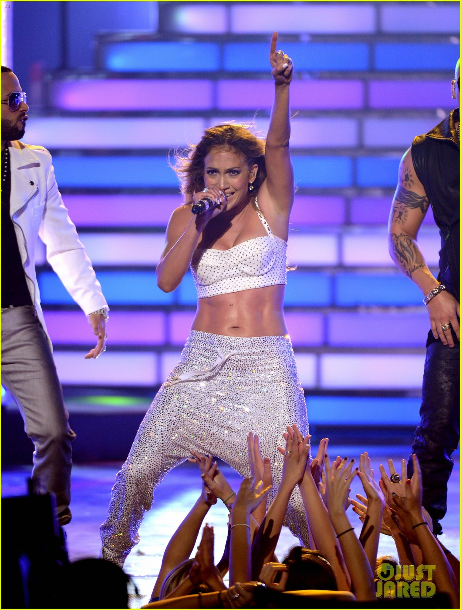 jennifer lopez american idol finale performance 17