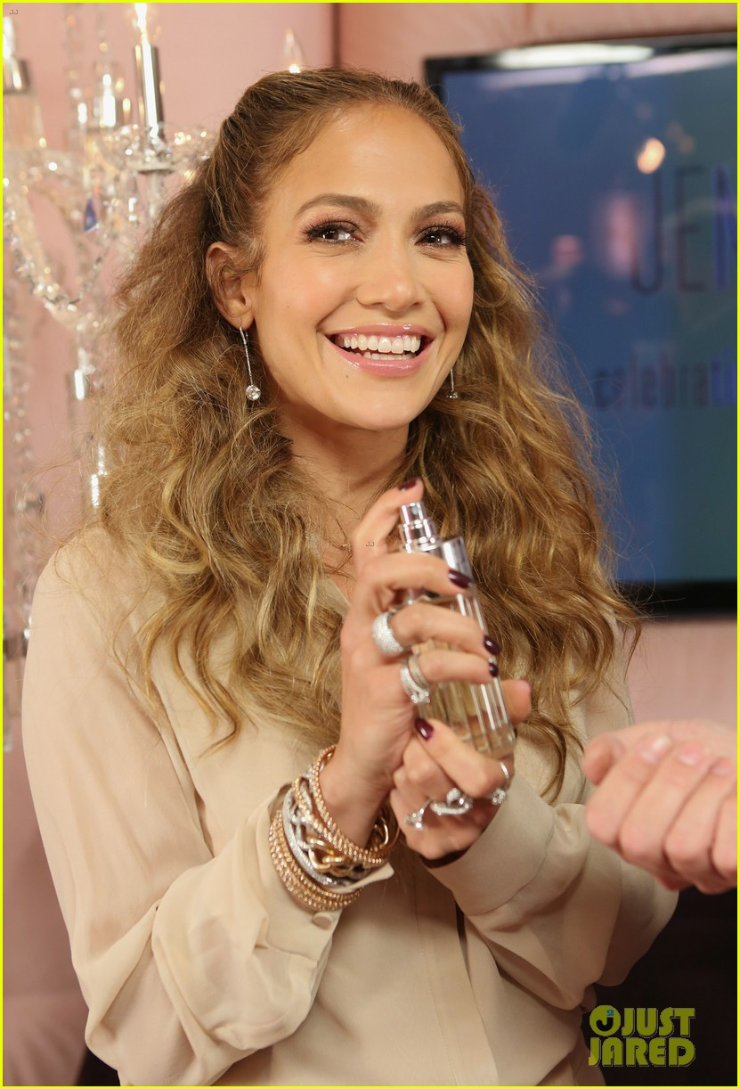 jennifer lopez glowing by jlo launch event 02