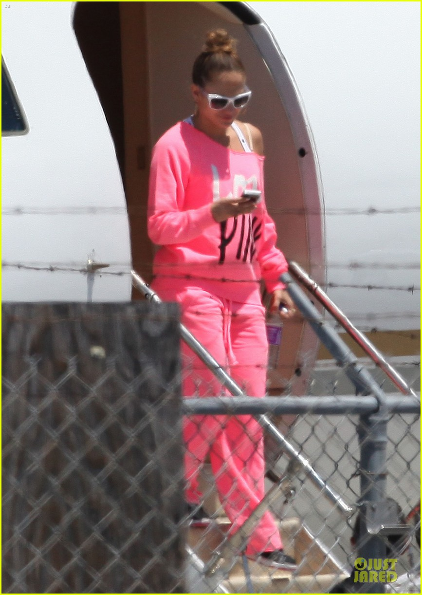 jennifer lopez hot pink private jet 05