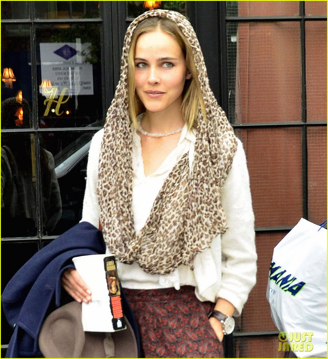 isabel lucas nyc 04
