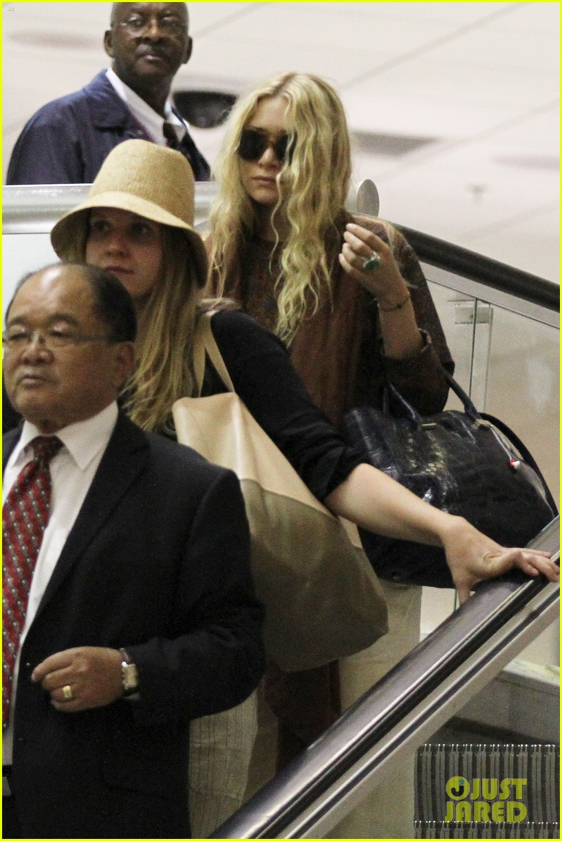 mary kate olsen lax arrival 02