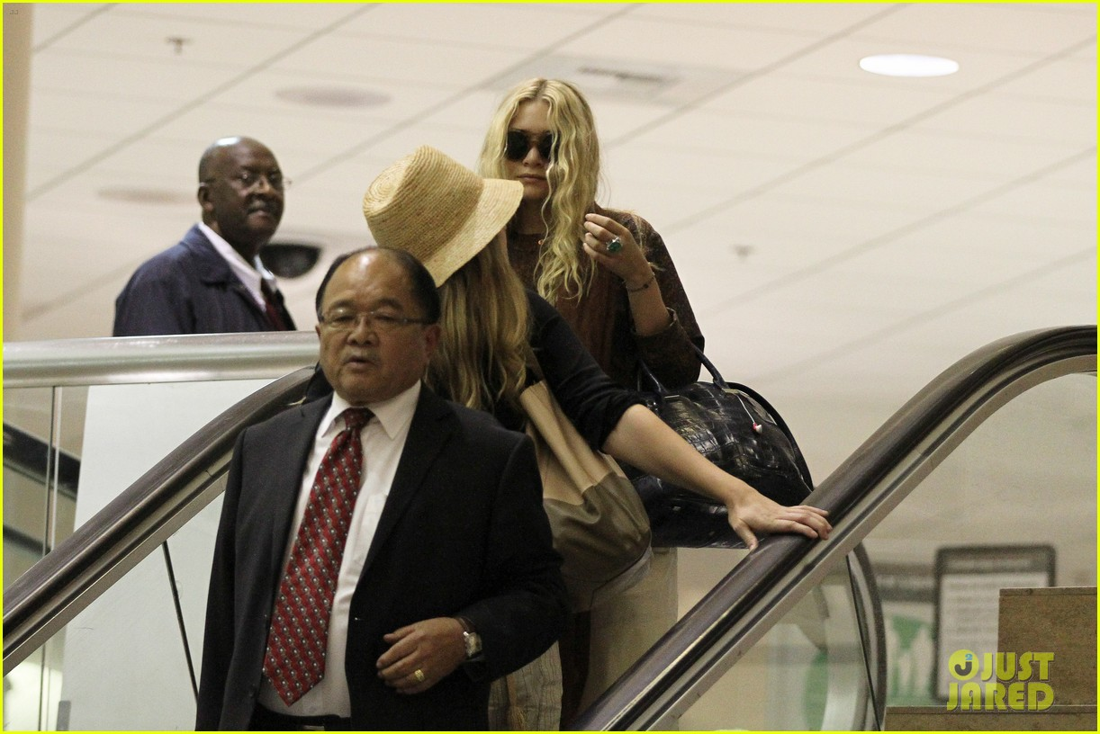 mary kate olsen lax arrival 05