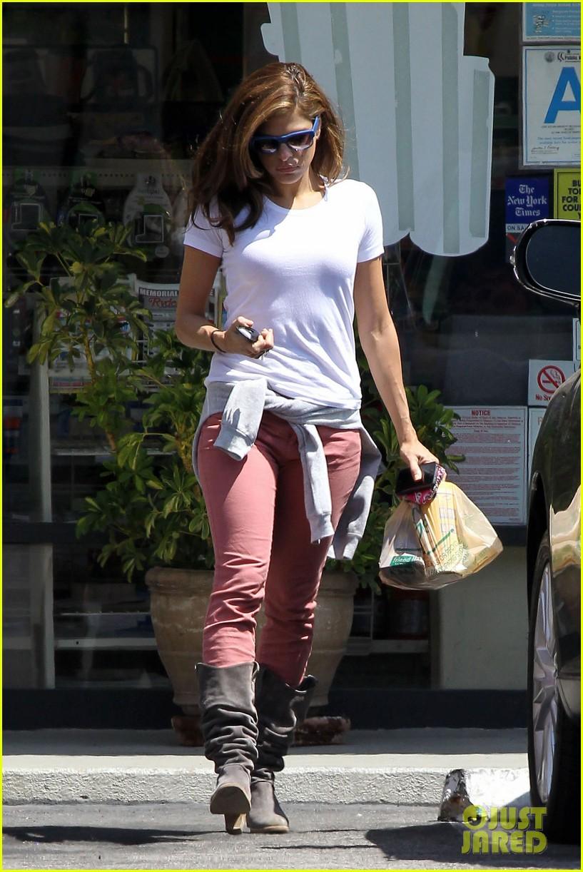 05 >> Full Sized Photo Of Eva Mendes Runs To Starbucks 05 Photo 2667612