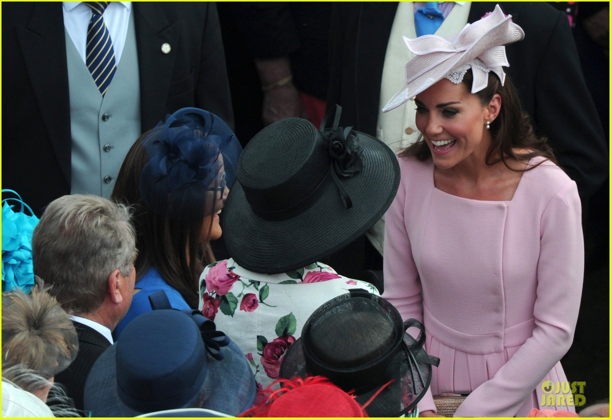 kate middleton buckingham tea party 05