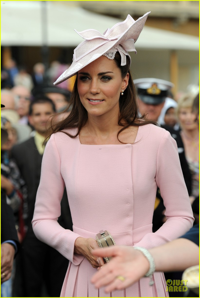 kate middleton buckingham tea party 12