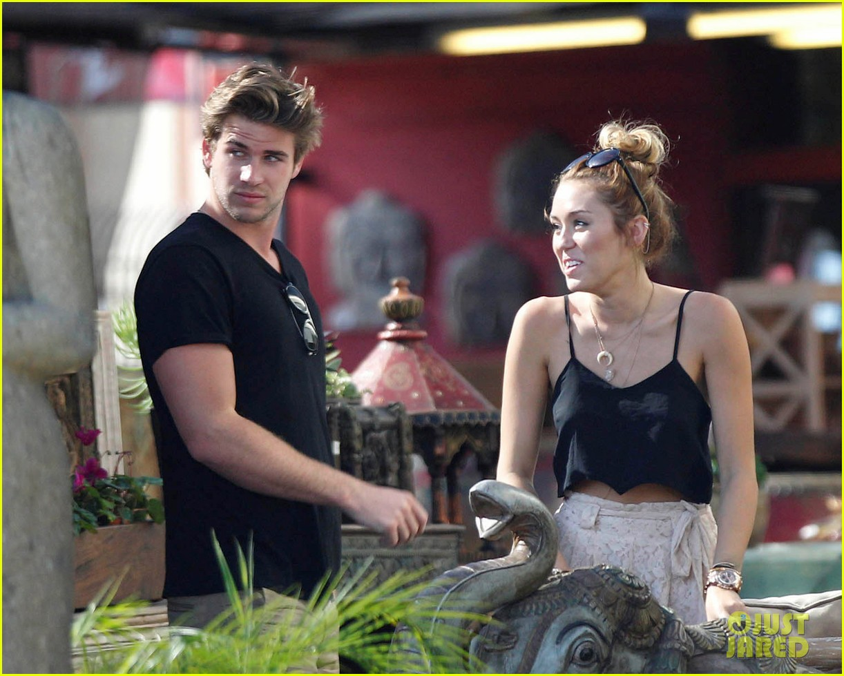 miley shopping with mom and liam 04