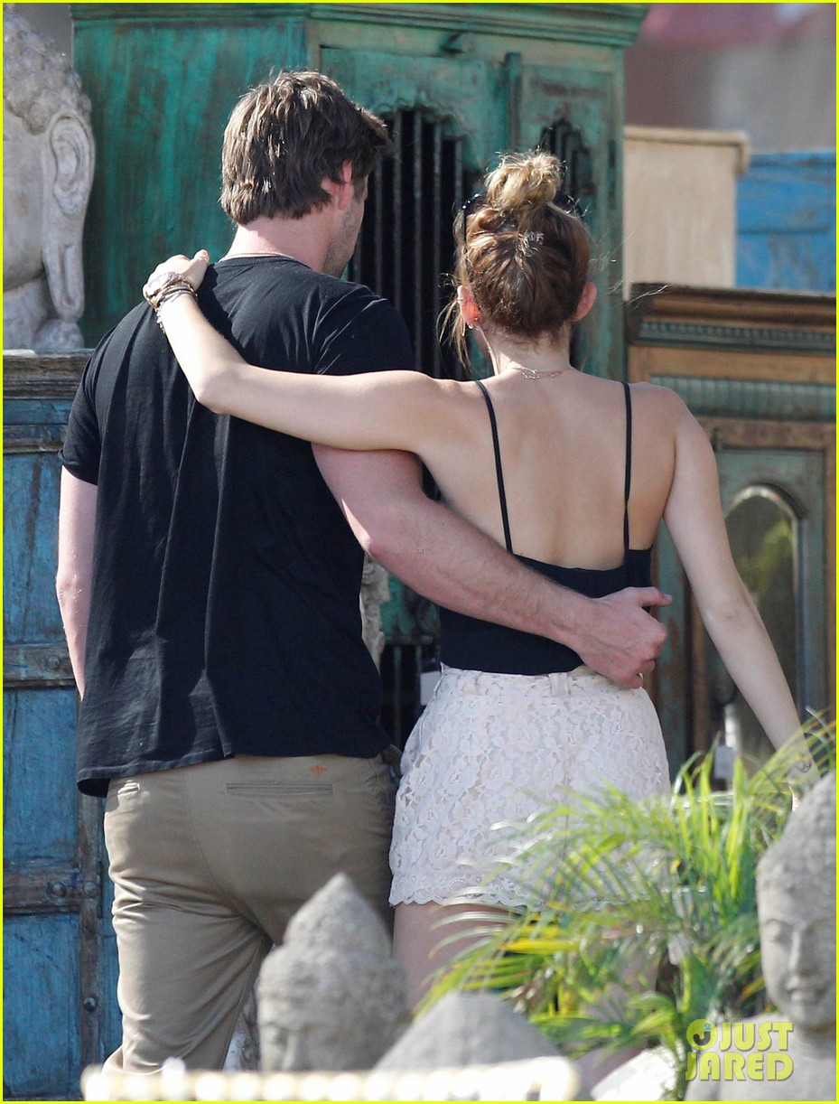 miley shopping with mom and liam 10