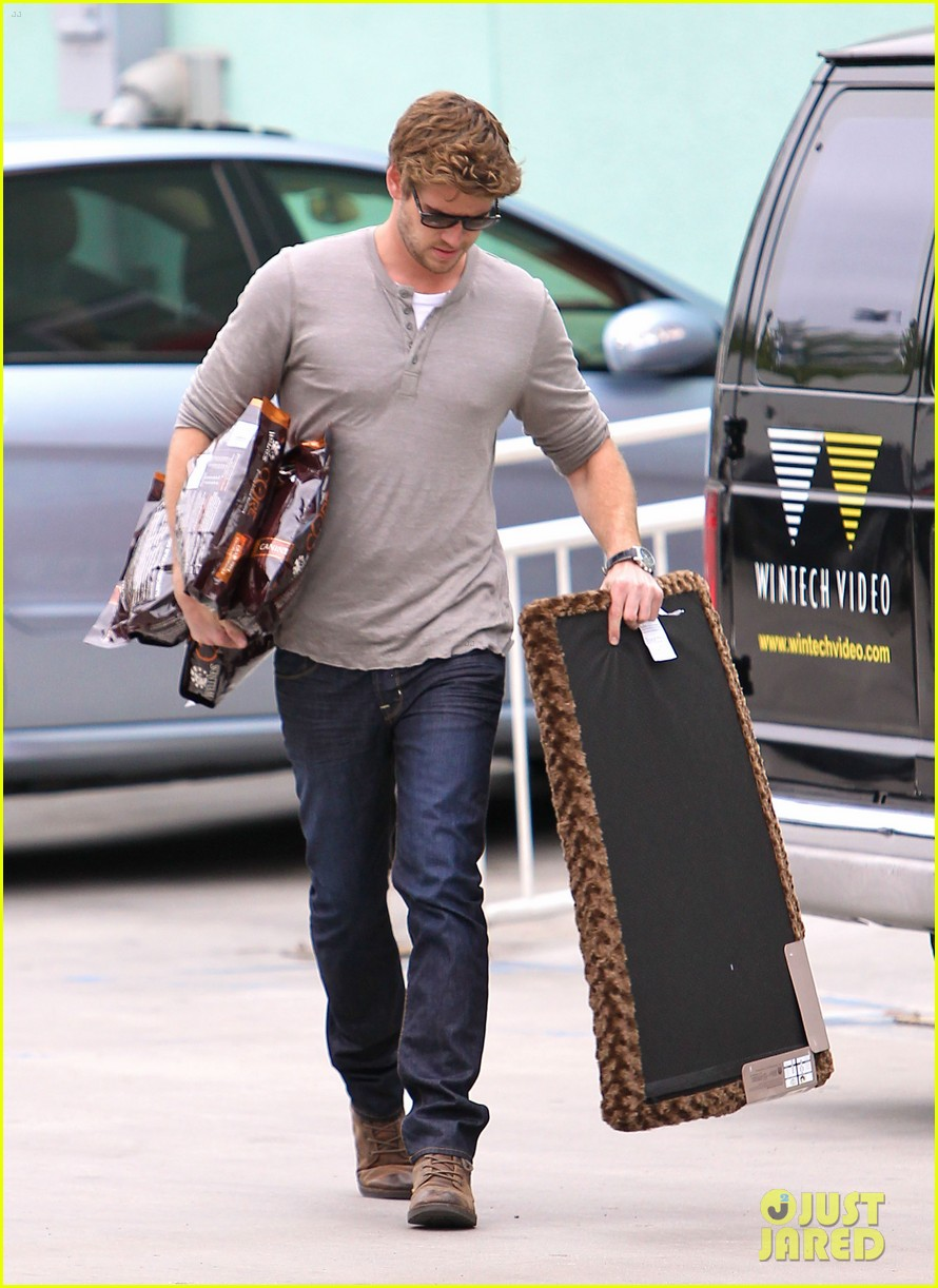 miley liam errands 11