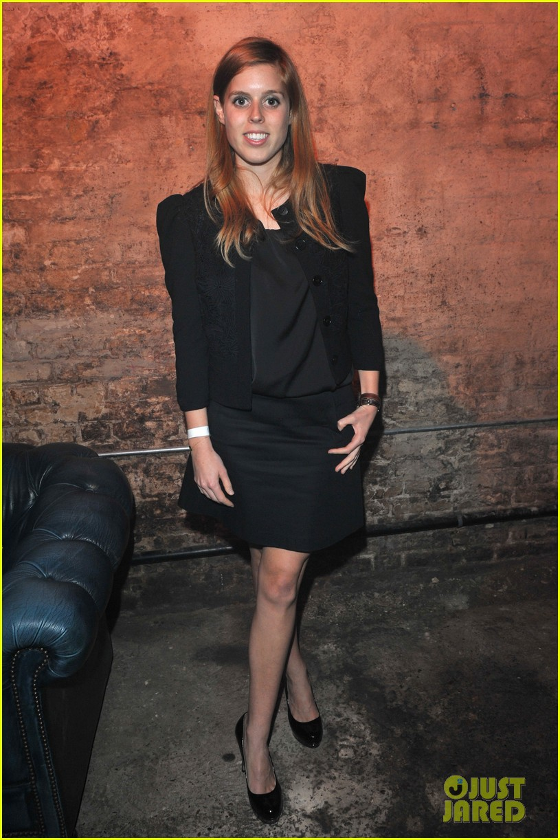 gwyneth paltrow clinton foundation event host 06