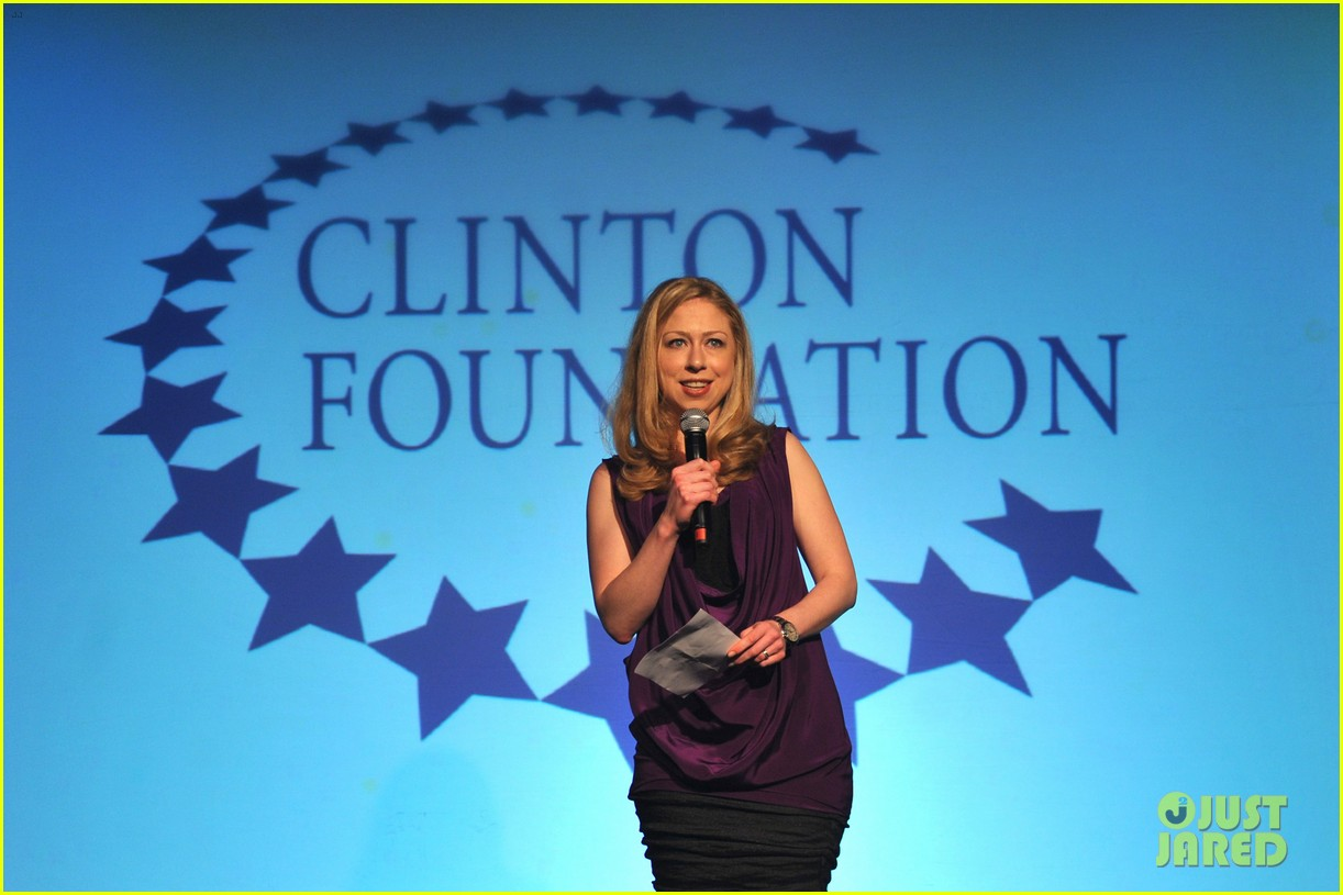 gwyneth paltrow clinton foundation event host 10
