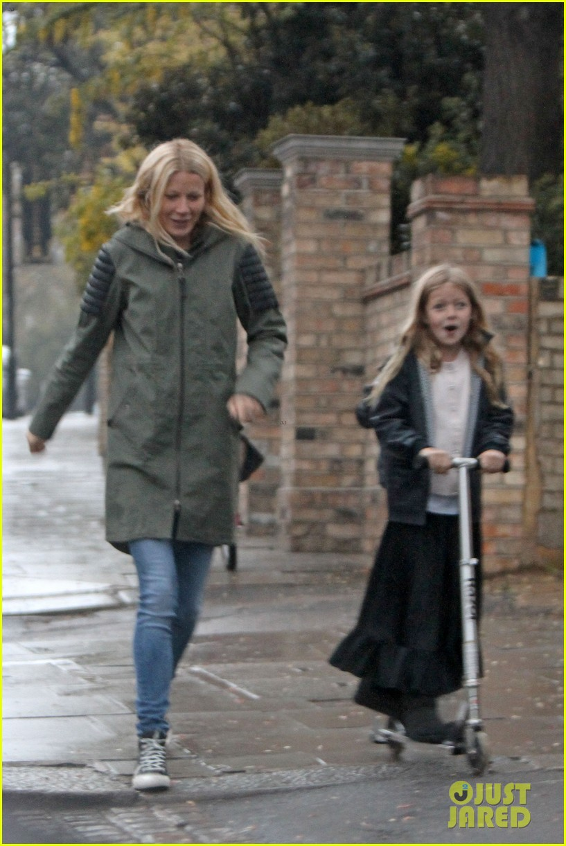 gwyneth paltrow kids scooting in the rain 052656174