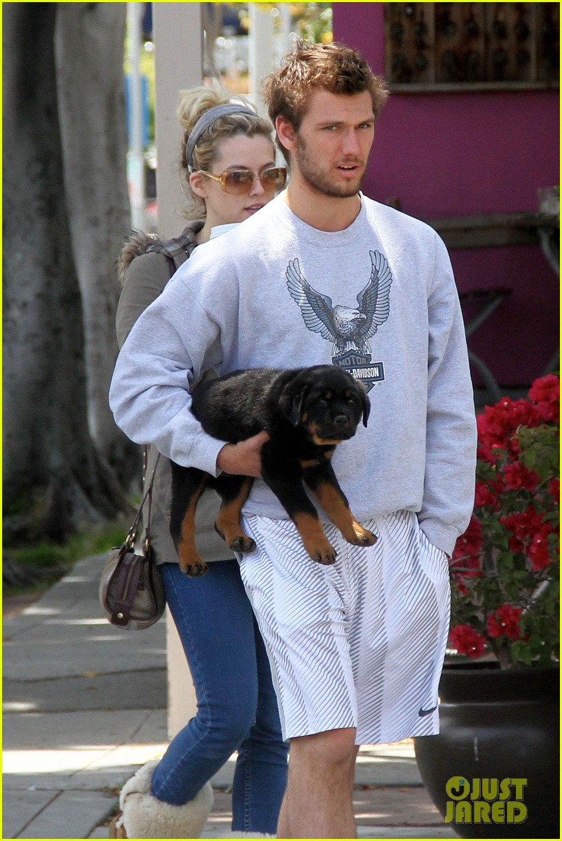 alex pettyfer walk with dog 02