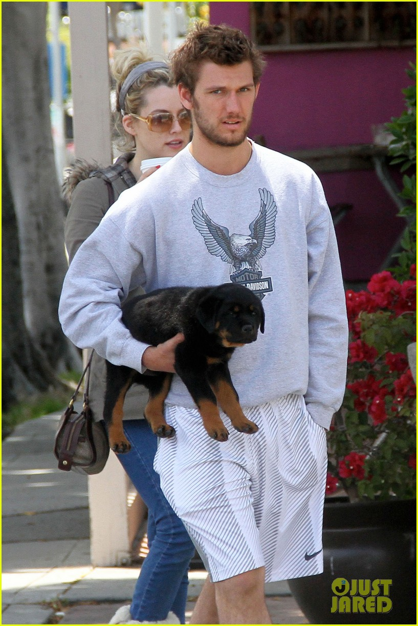 alex pettyfer walk with dog 07