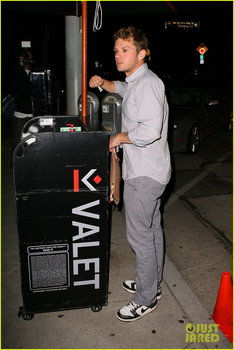 ryan phillippe craigs night out 042656998