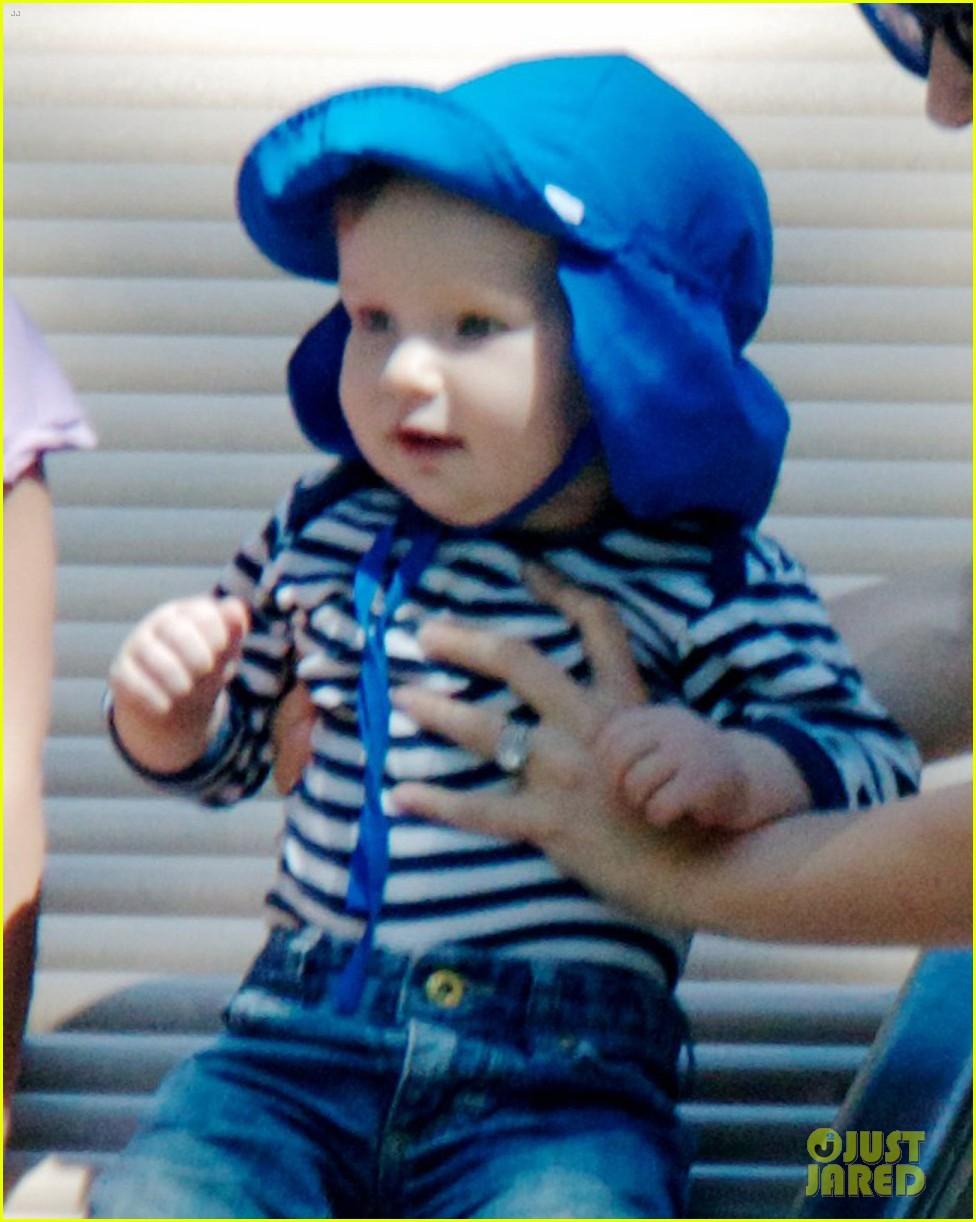 natalie portman park playtime with aleph 042666541