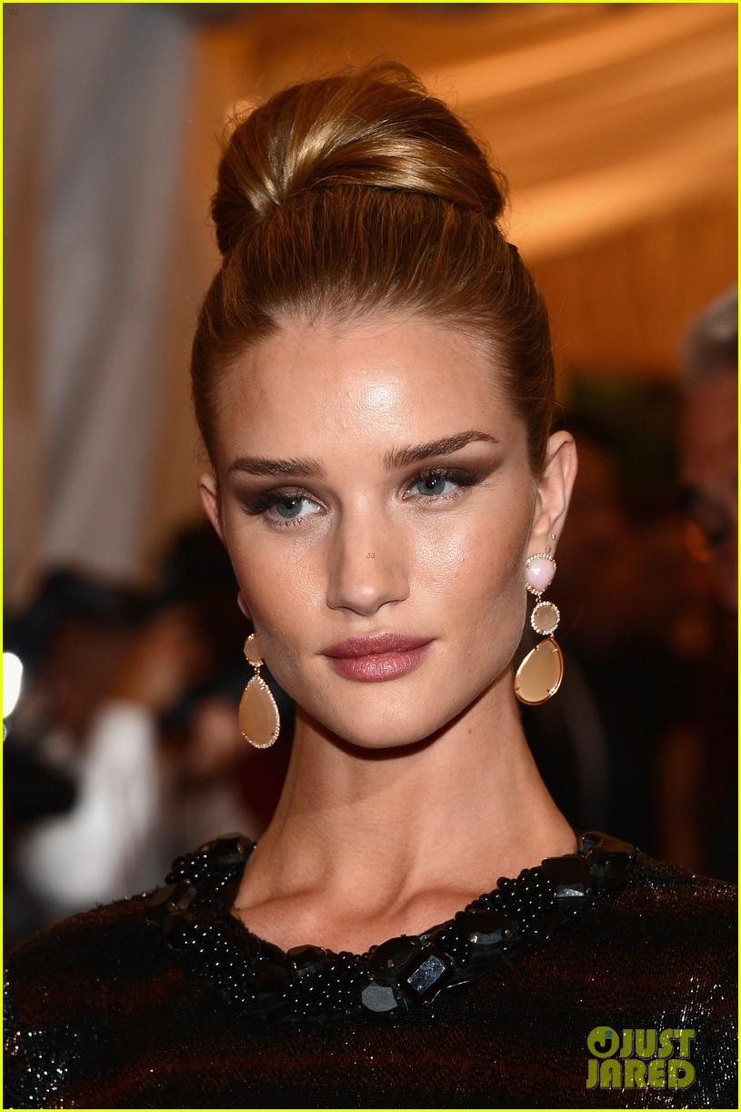 rosie huntington whiteley met ball 2012 03
