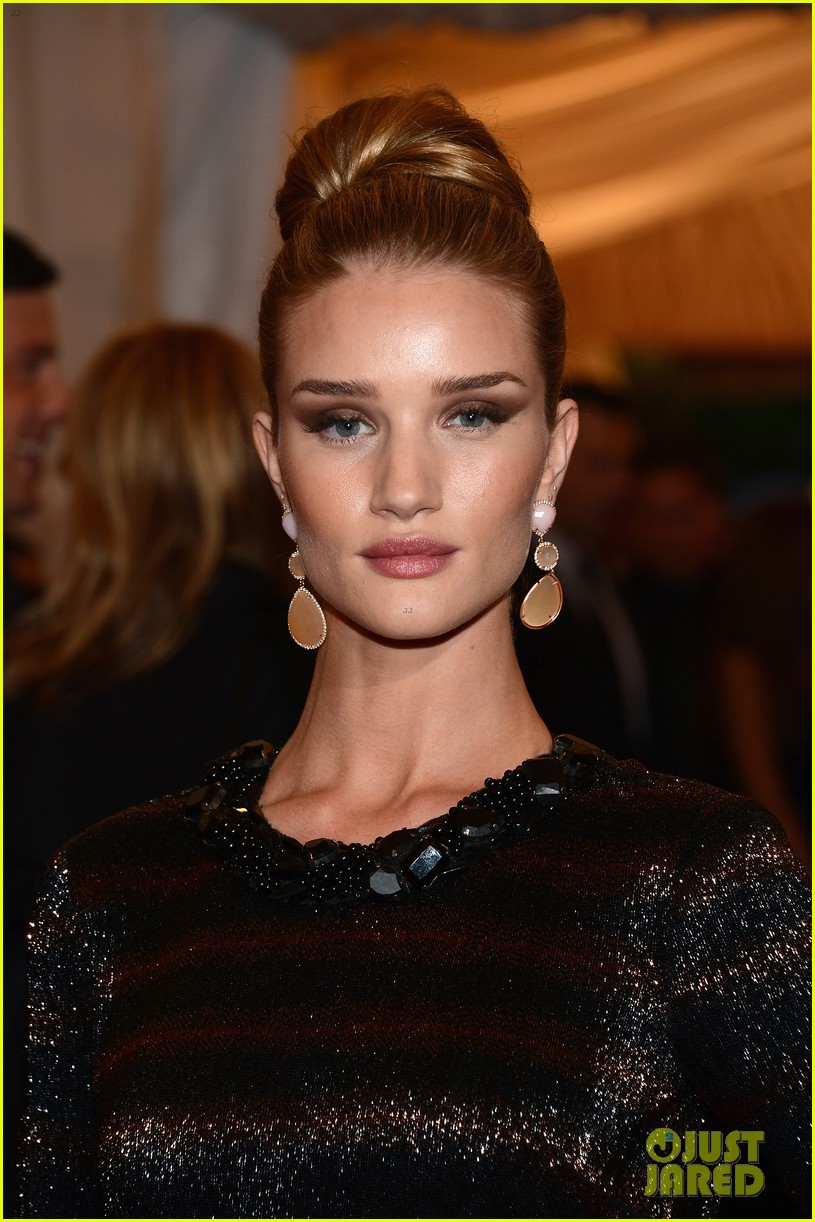 rosie huntington whiteley met ball 2012 05