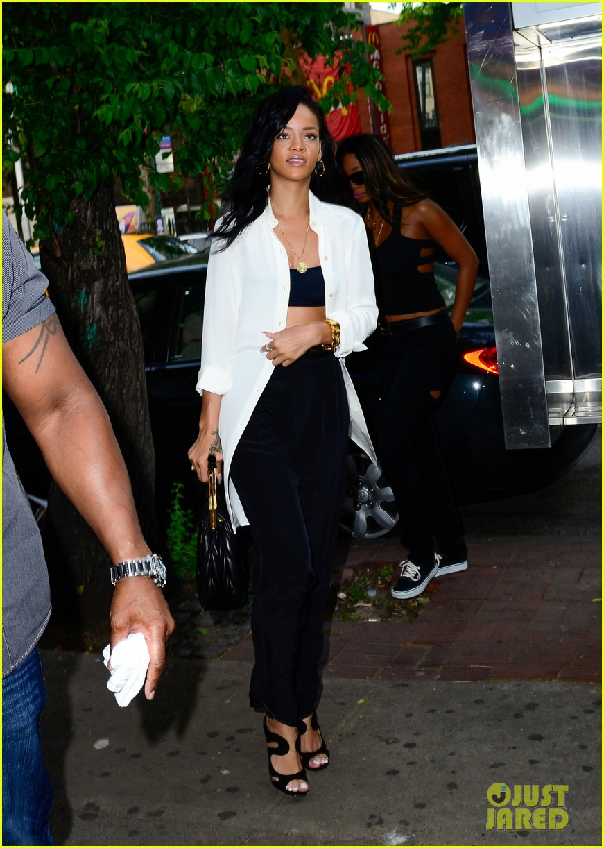 rihanna mothers day nyc 01