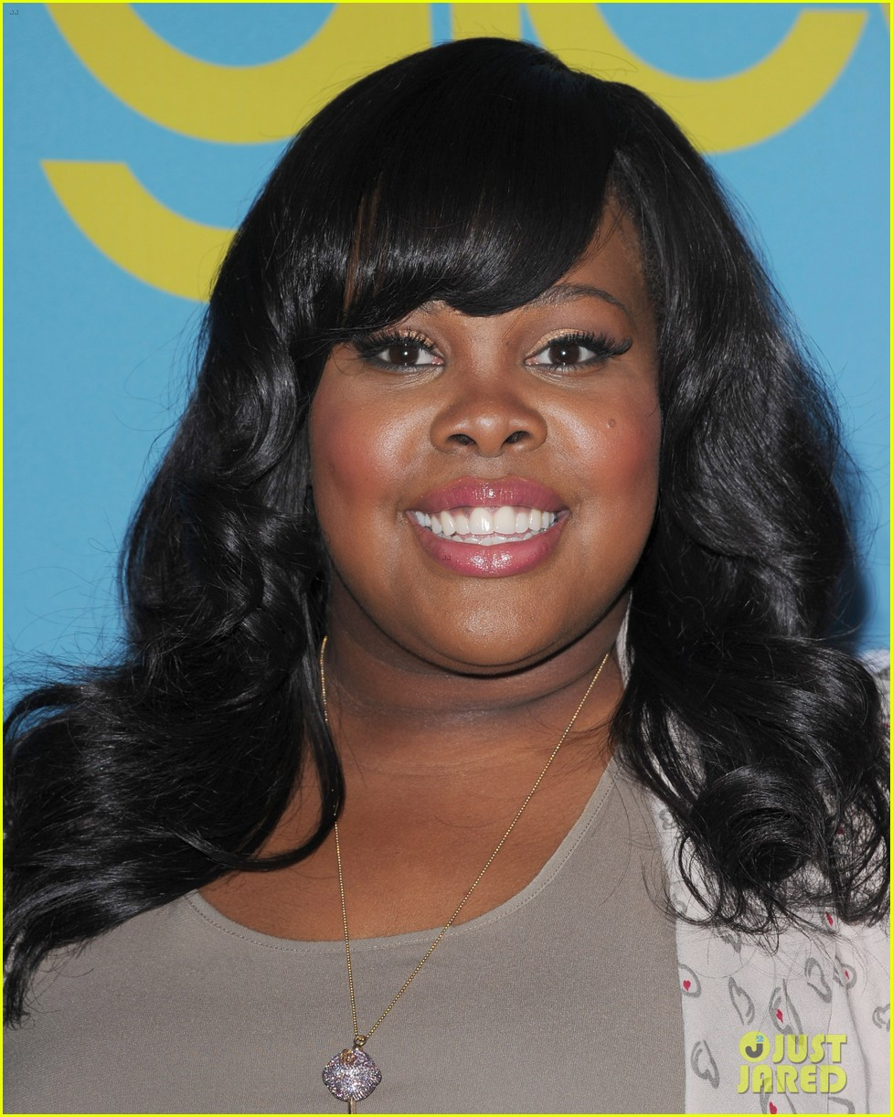 glee amber riley collapses on red carpet 07