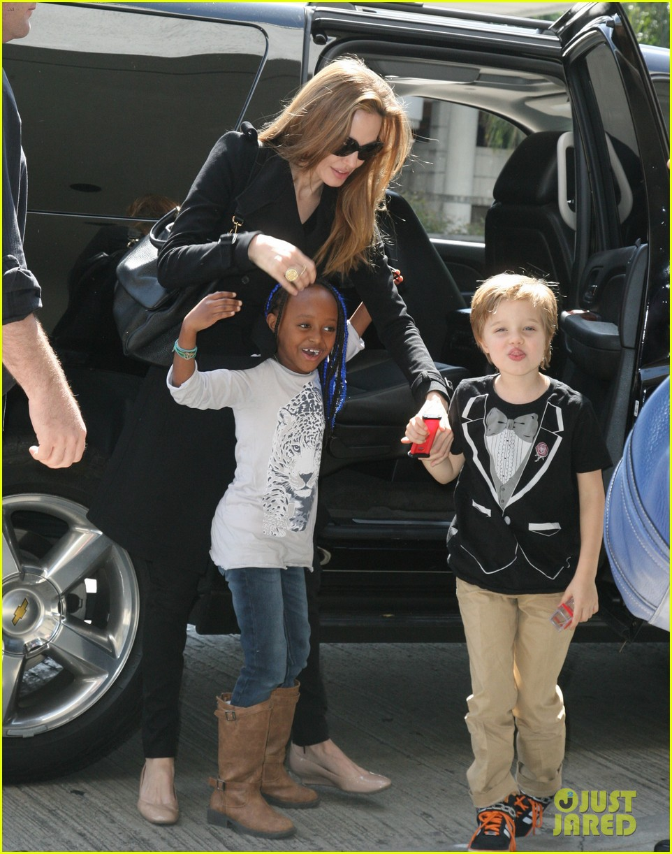 happy sixth birthday shiloh jolie pitt pictures through the years 152667284