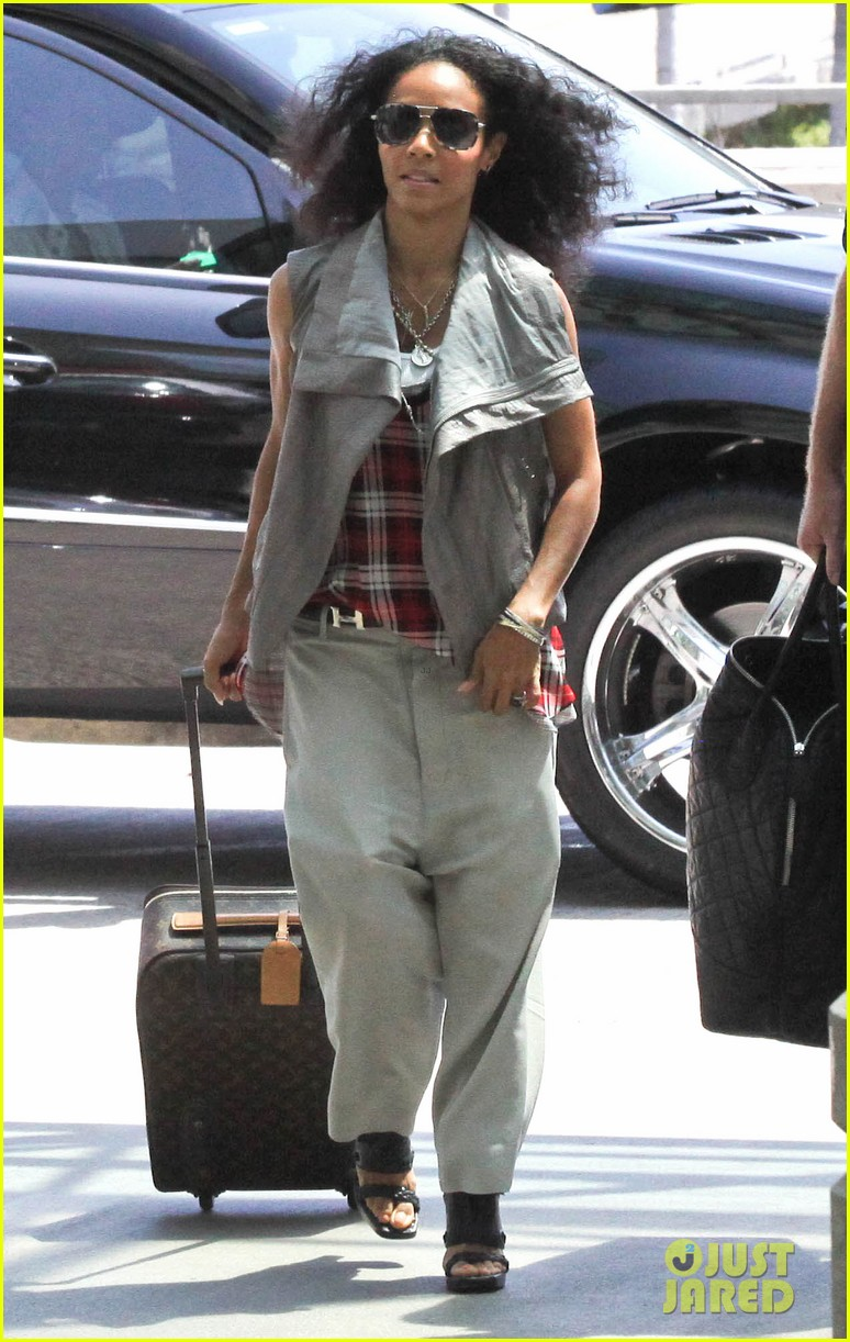 willow smith catches flight at lax with mom dad 04