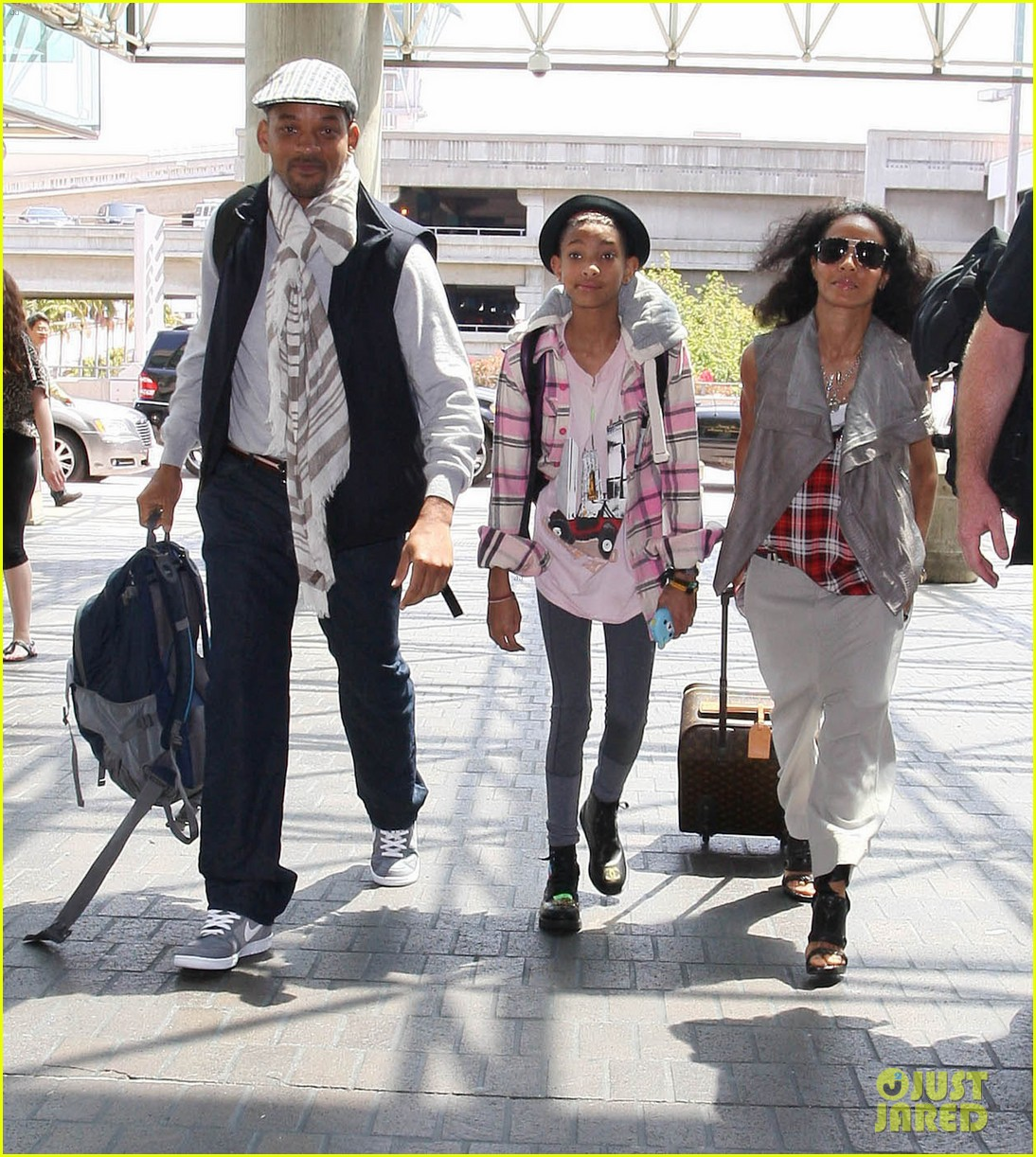 willow smith catches flight at lax with mom dad 06