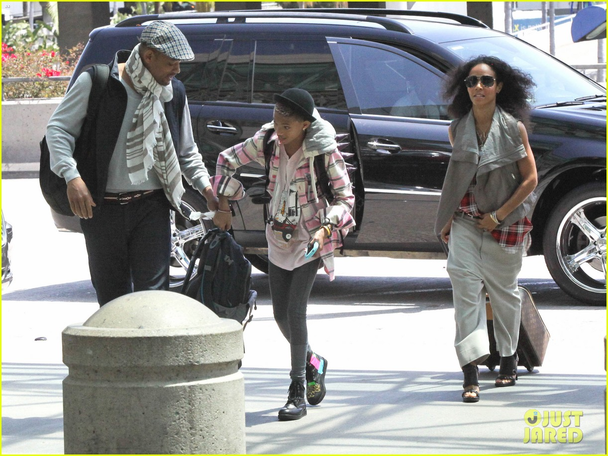 willow smith catches flight at lax with mom dad 12