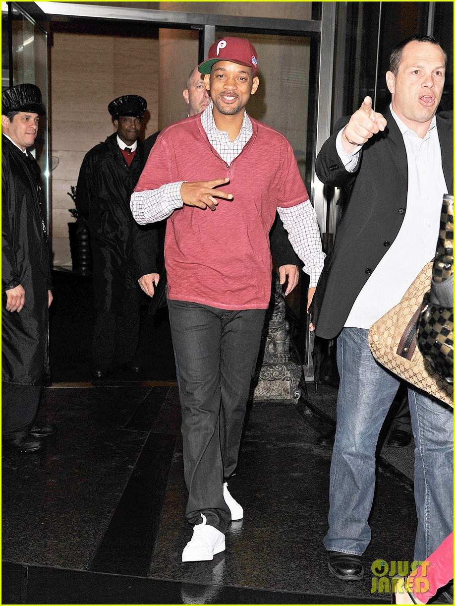 will smith peace sign 06