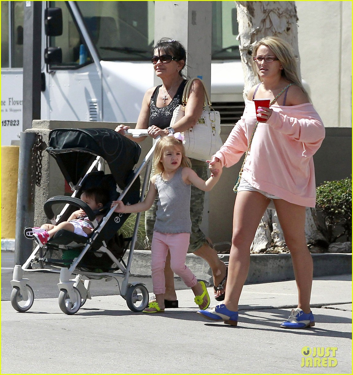 jamie lynn spears sunday family outing 01