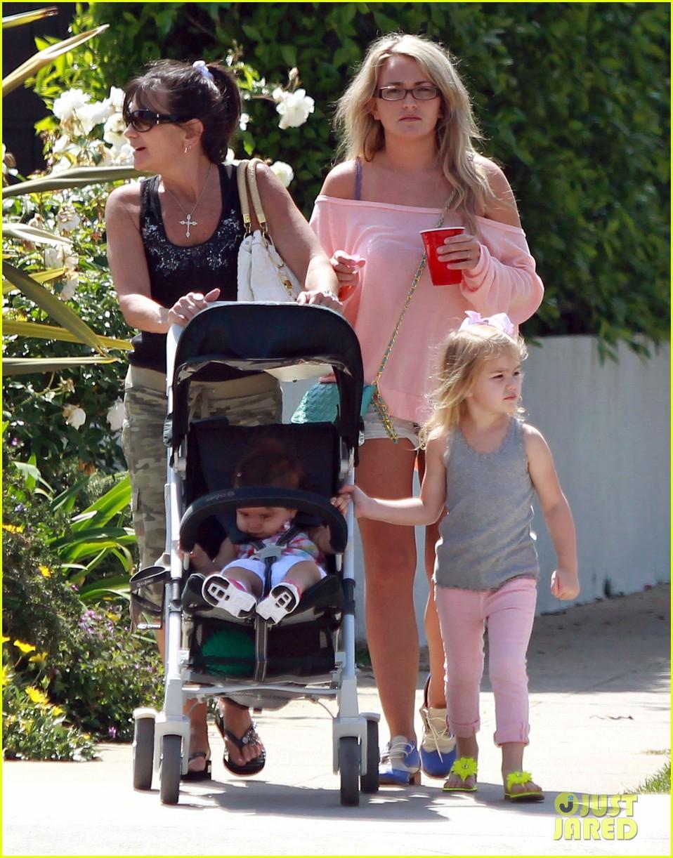 jamie lynn spears sunday family outing 062659069