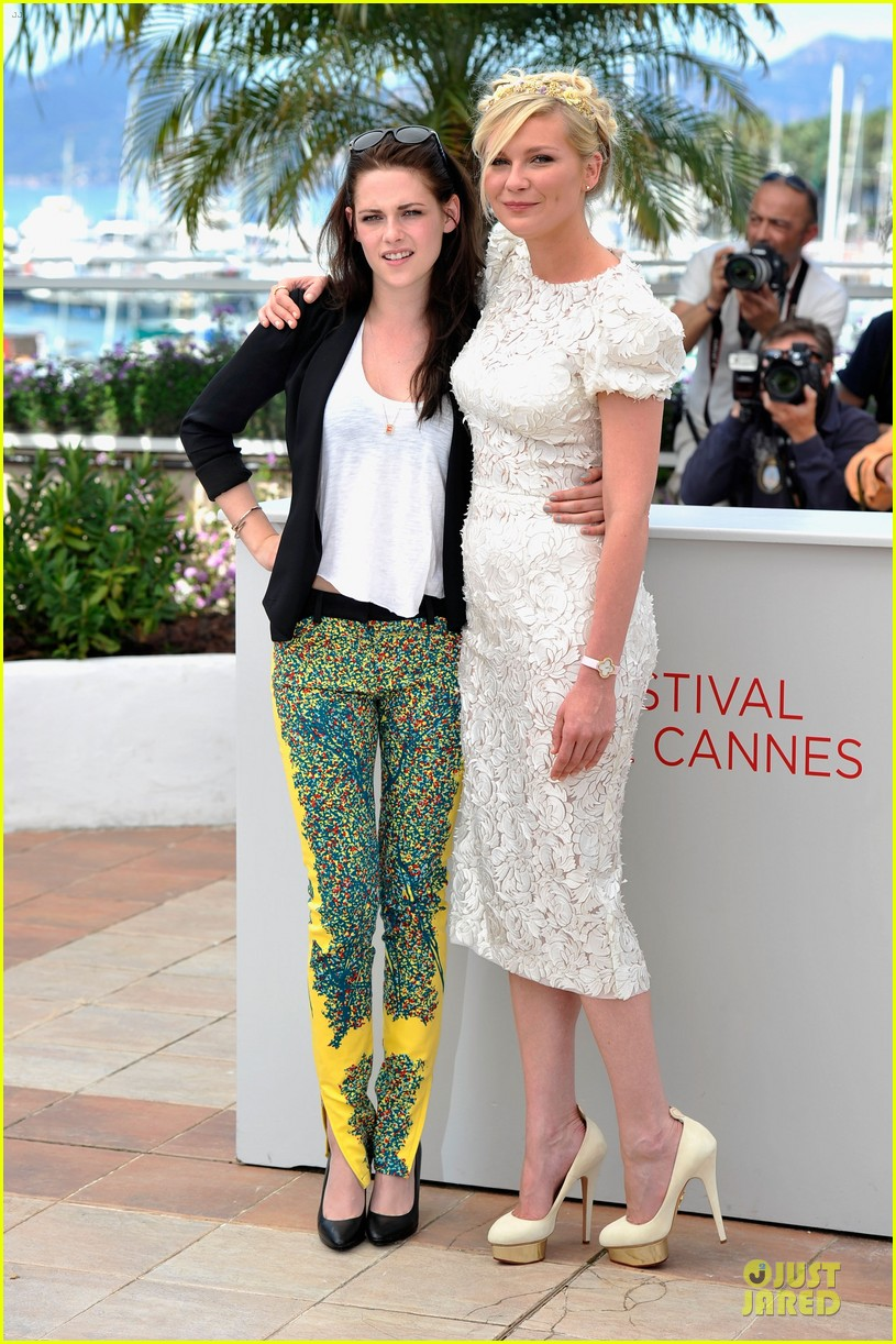 kristen stewart kirsten dunst on road photo call 12