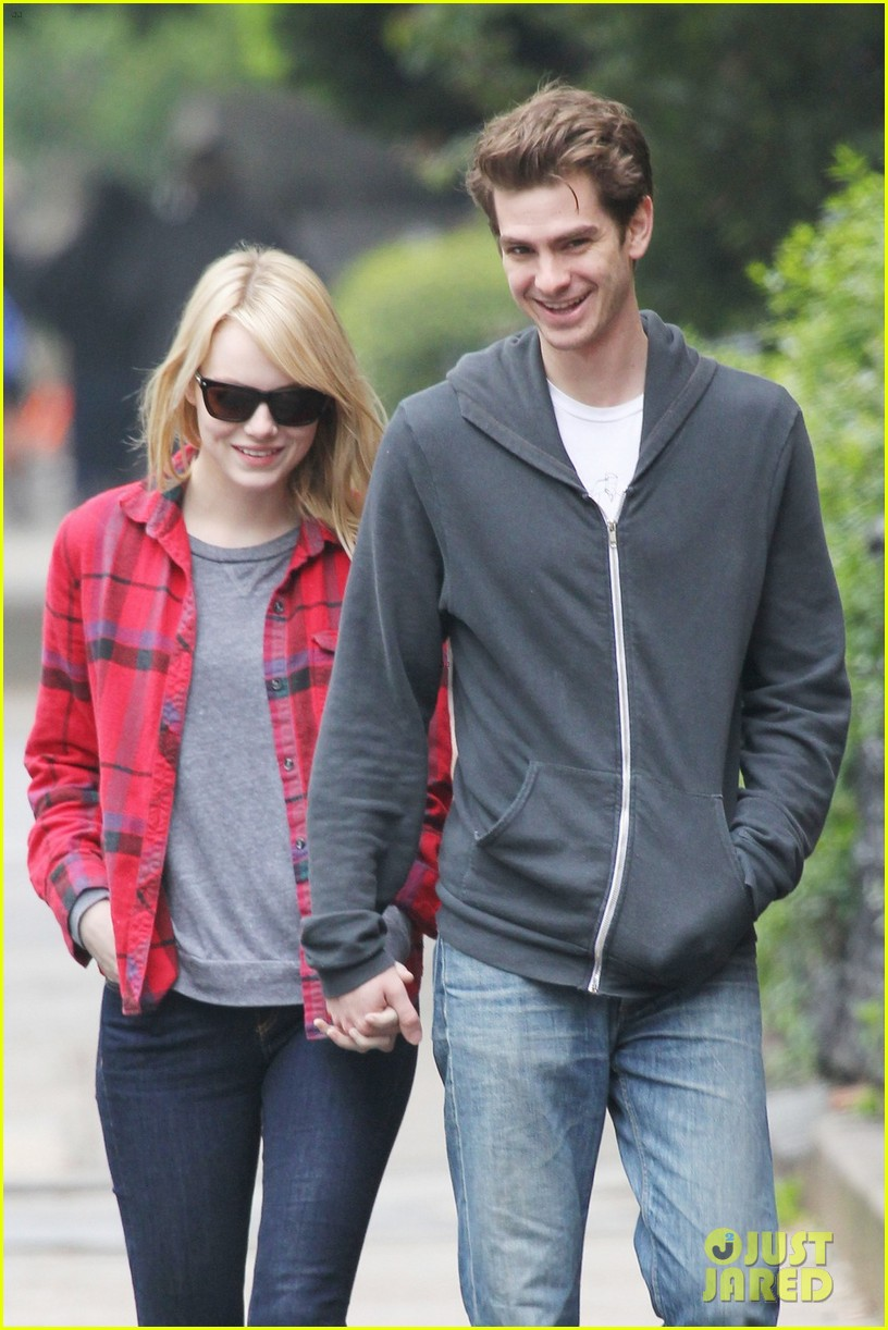 emma stone holding hands andrew garfield 04