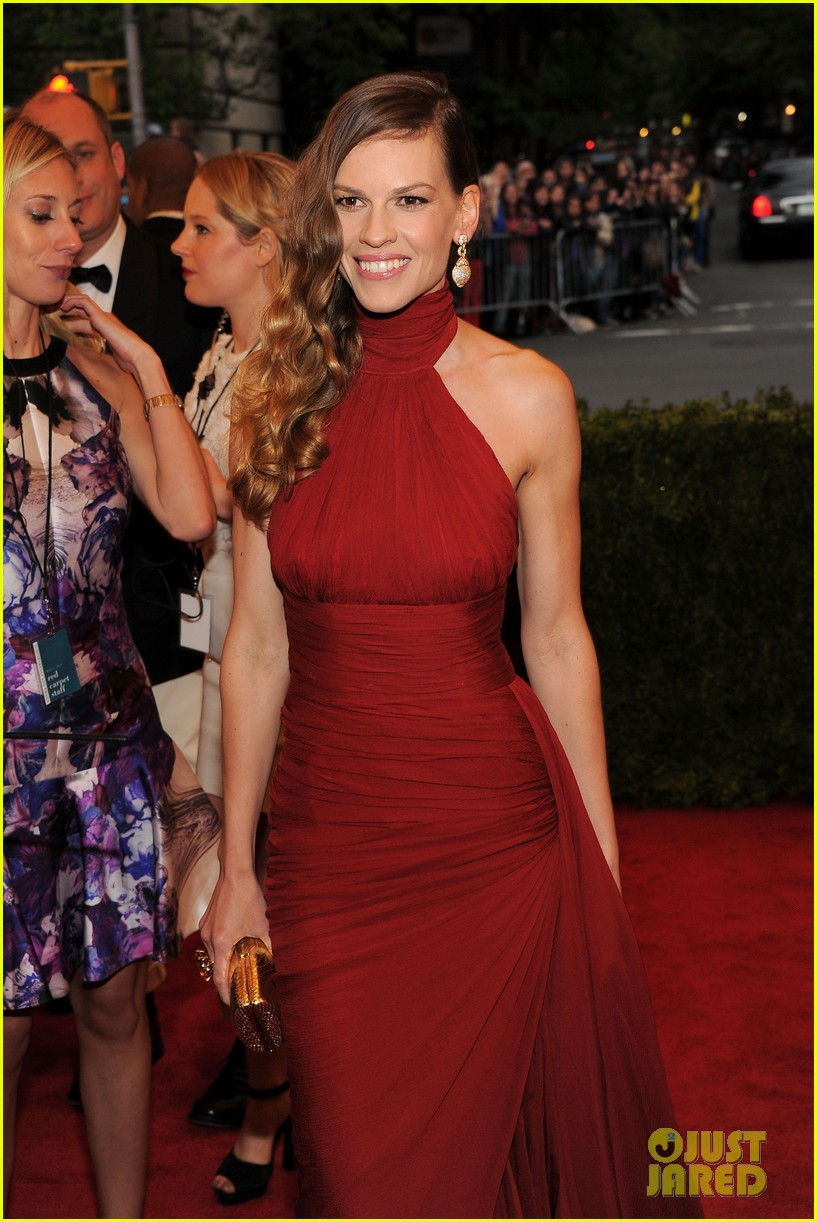 hilary swank 2012 met ball 04