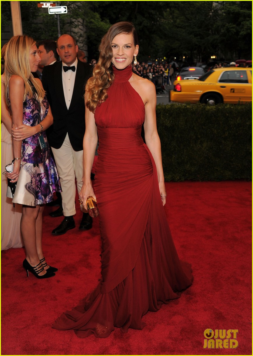 hilary swank 2012 met ball 05