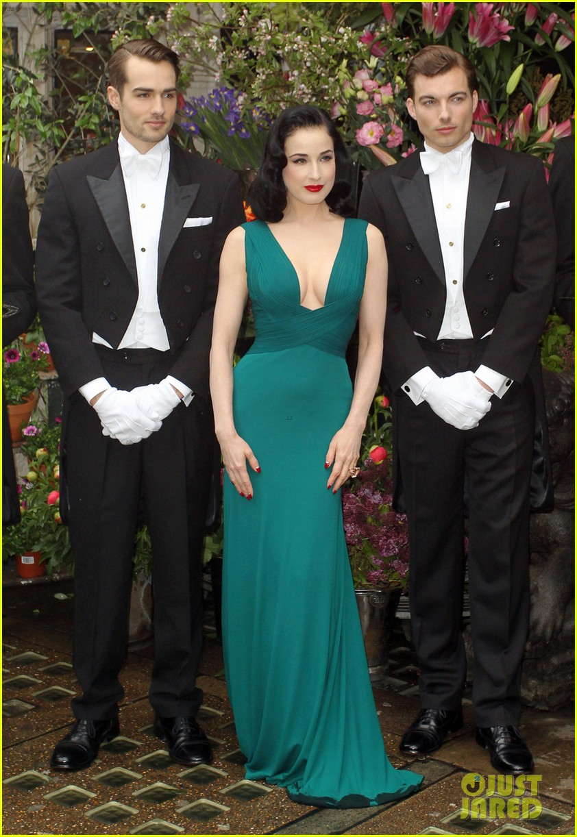 dita von teese the arts club with theo hutchcraft 02