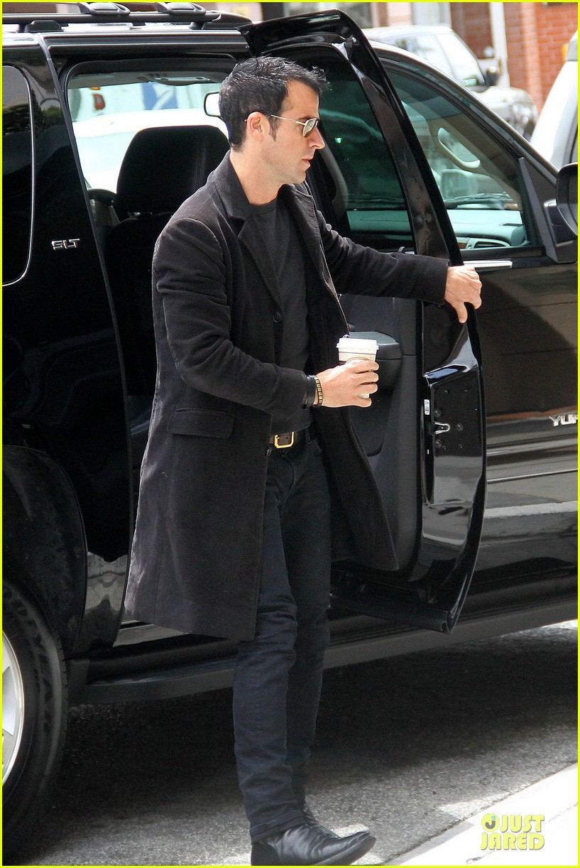 justin theroux medical center 05