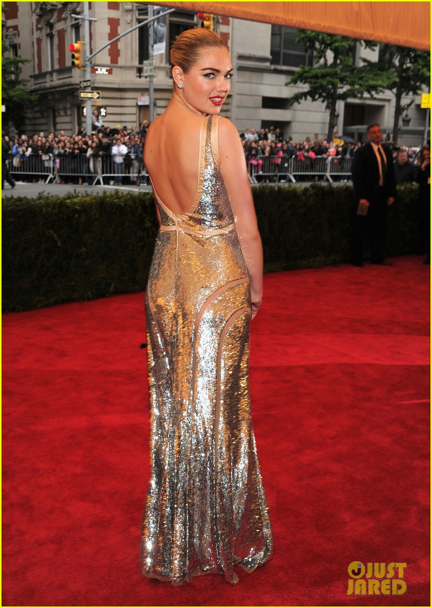 kate upton met ball 2012 02