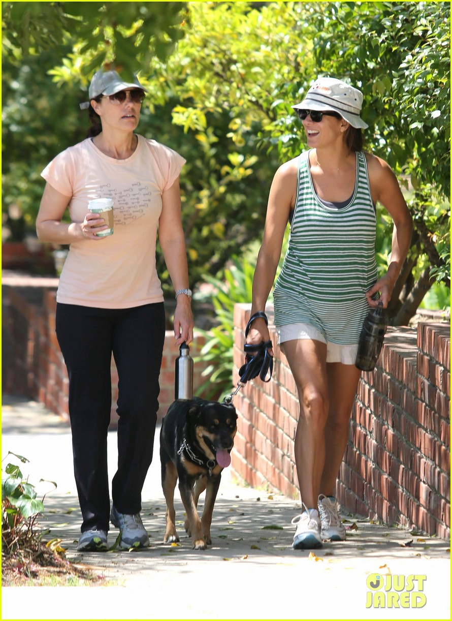 kate walsh walking dog 06