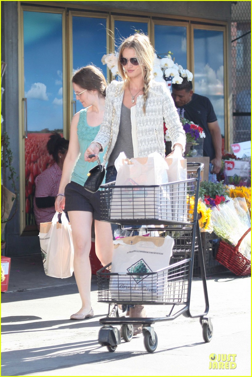 rosie huntington whiteley bristol farms grocery shopping 09