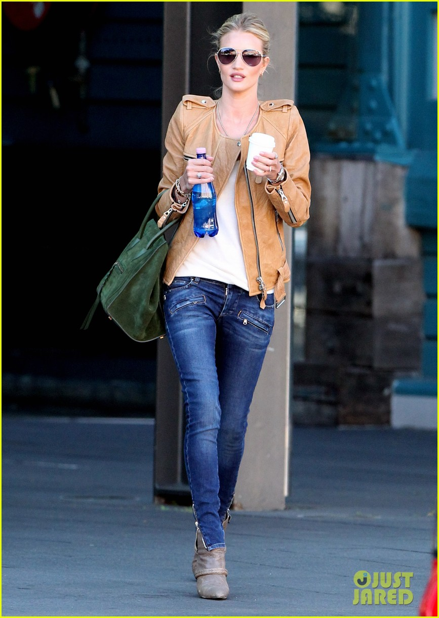 rosie huntington whiteley hello sunny sydney 12