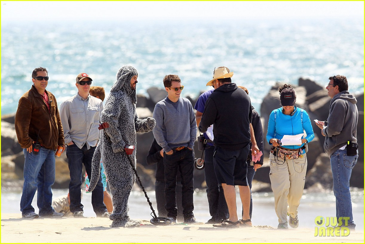 elijah wood wilfred at the beach 10