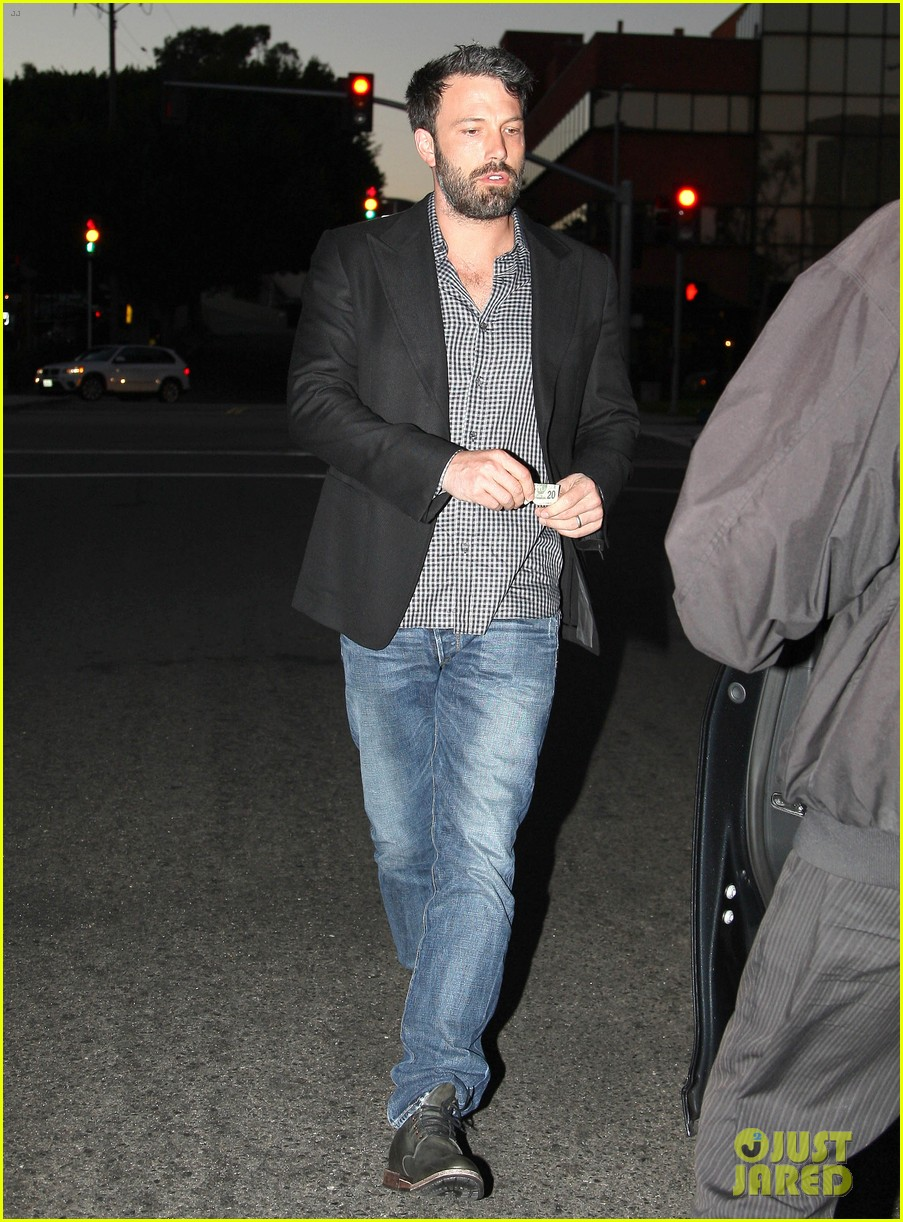 ben affleck solo stroll on anniversary 10