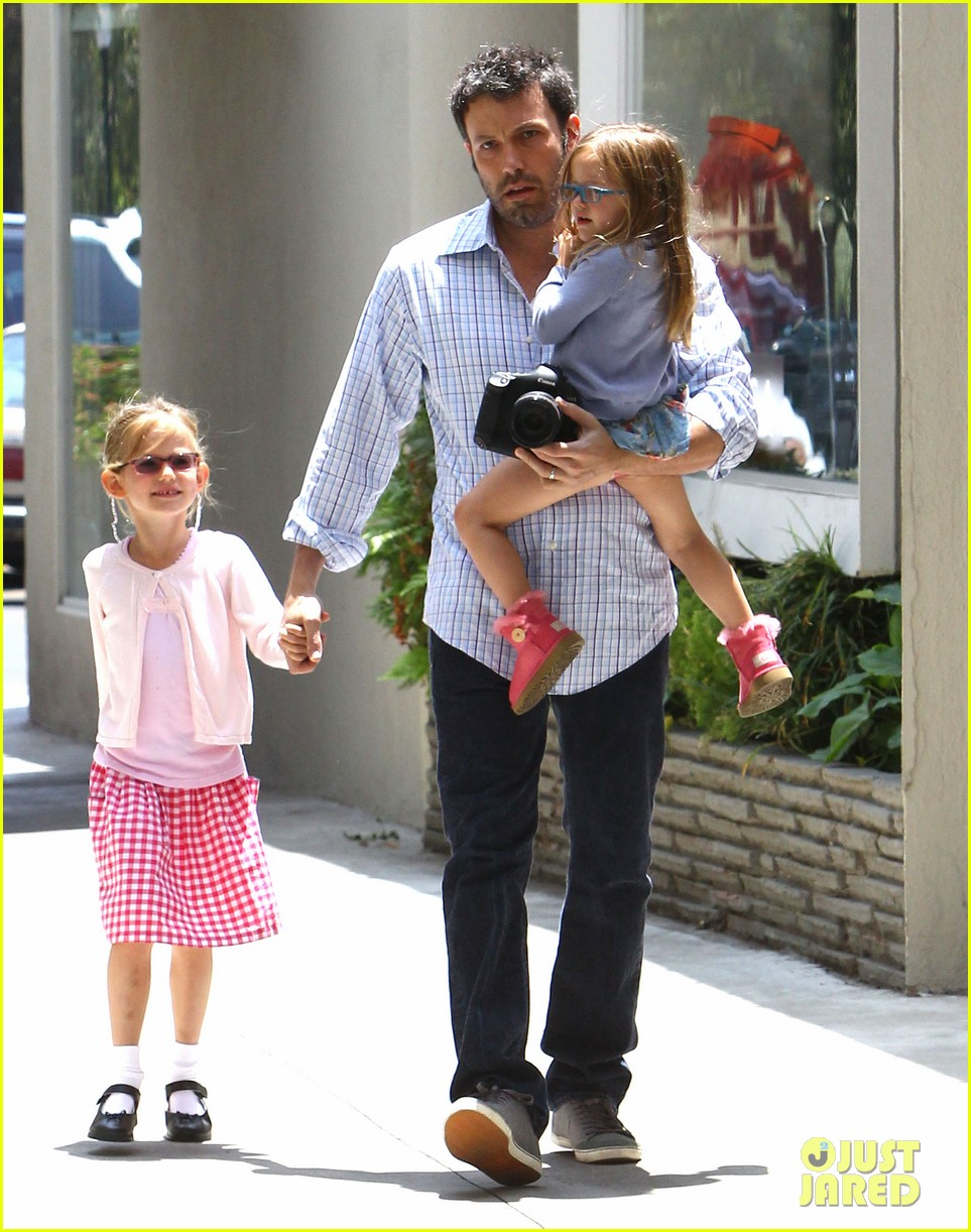 garner affleck family time 07