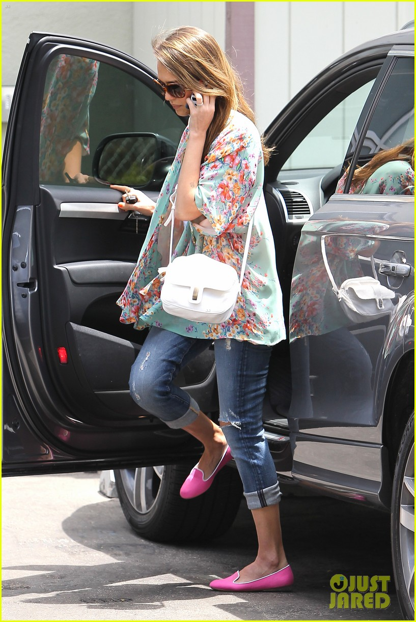 jessica alba neon outfits 10