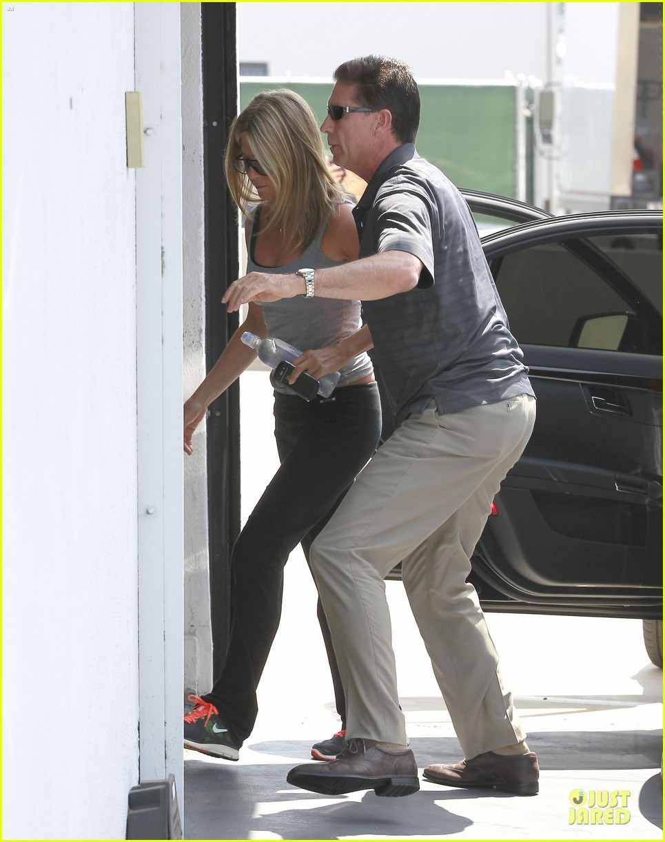 jennifer aniston gym west hollywood 03