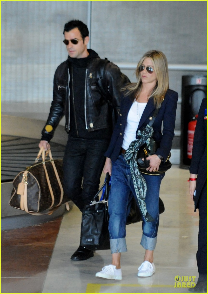 jennifer aniston justin theroux paris arrival 03