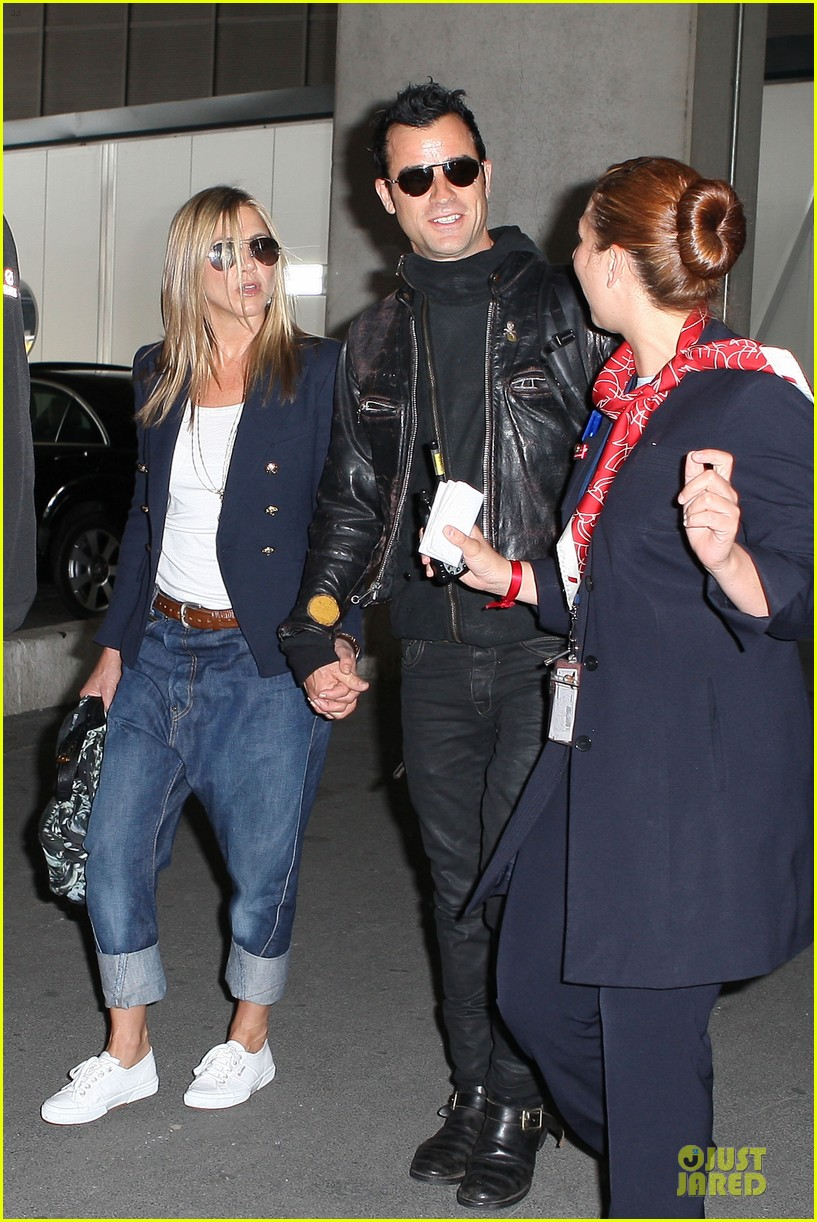 jennifer aniston justin theroux paris arrival 11