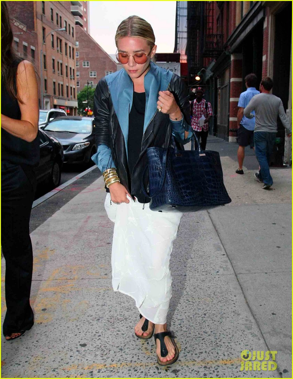 ashley olsen nyc stroll 10